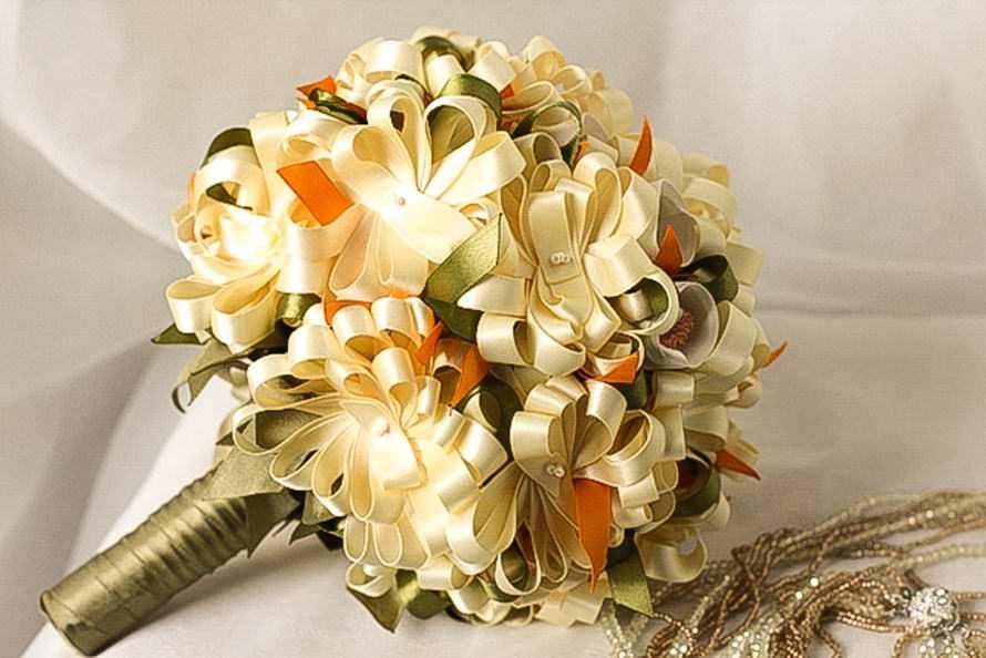 Цветы в букет из атласных лент своими руками мастер класс