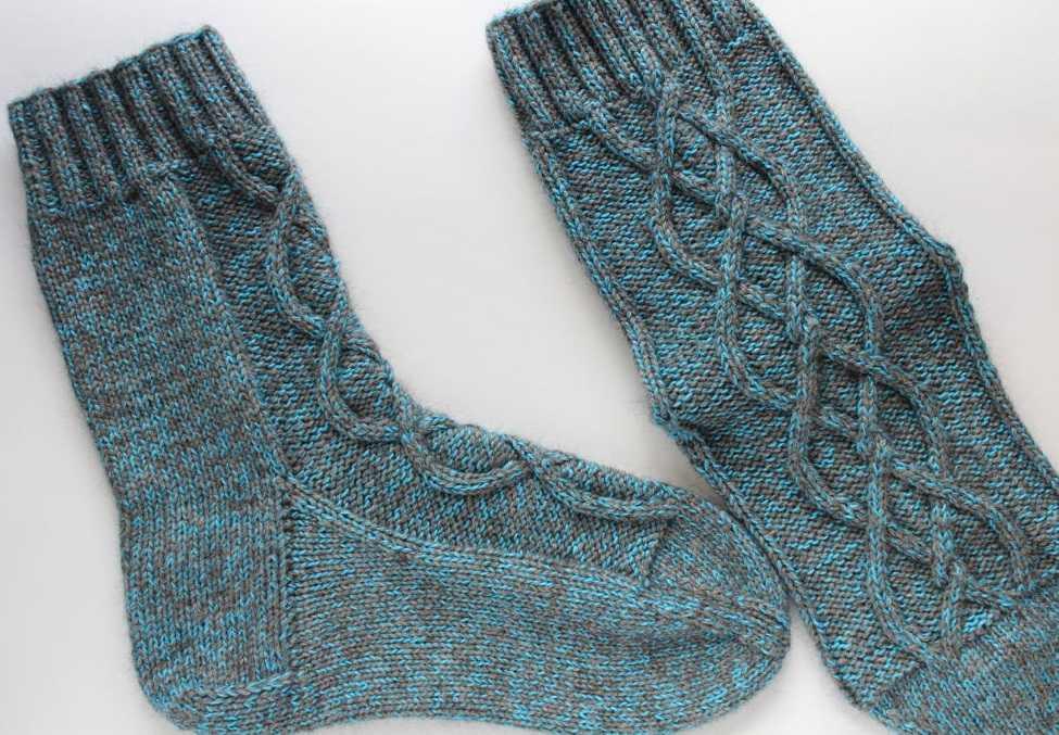 Вязание спицами носок с жаккардовым узором