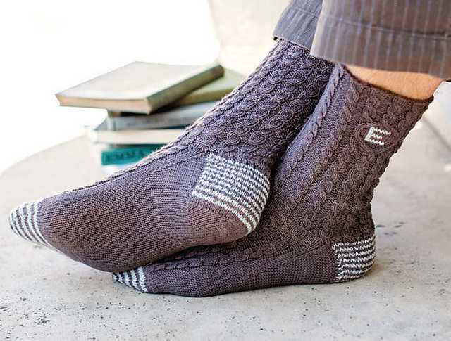 Вязание носок на спицах узорами