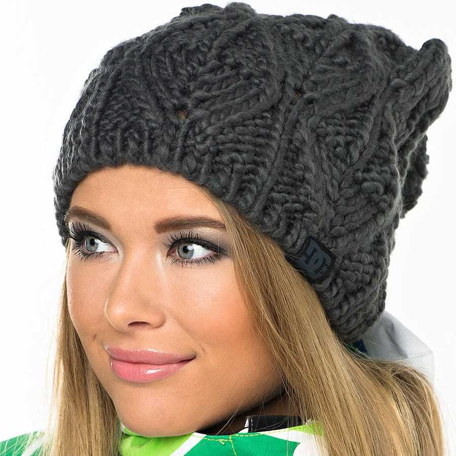 Вязаная шапка женская спицами