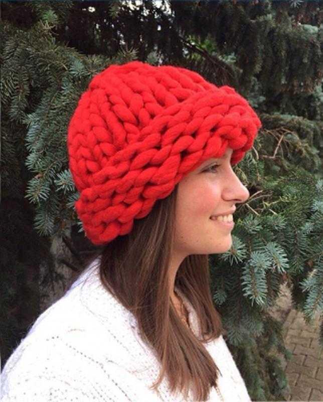 вязание спицами женской шапки из толстой пряжи по схеме