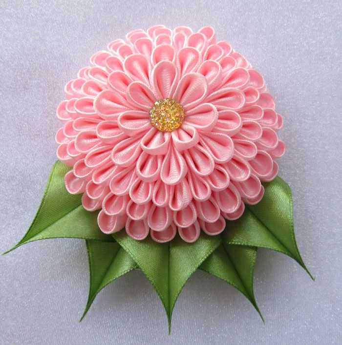 Пышный цветок из атласной ленты своими руками