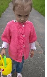 кардиган для девочки спицами по фото и видео урокам для начинающих