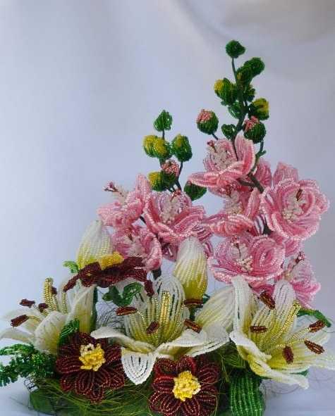 Композиции цветов из бисера