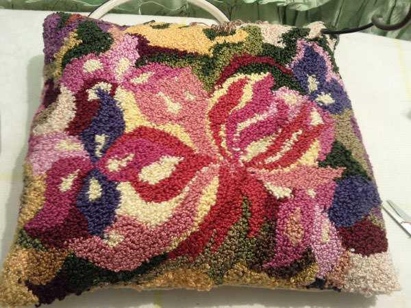 Изделия ковровой вышивки