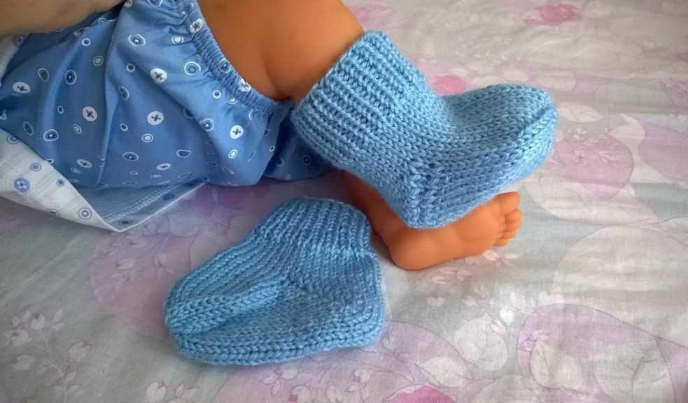 Вяжем носочки новорожденному видео