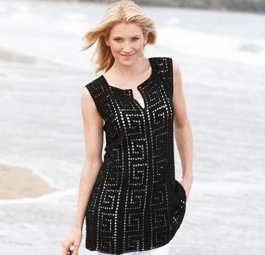 Основной мотив платья — греческий узор крючком