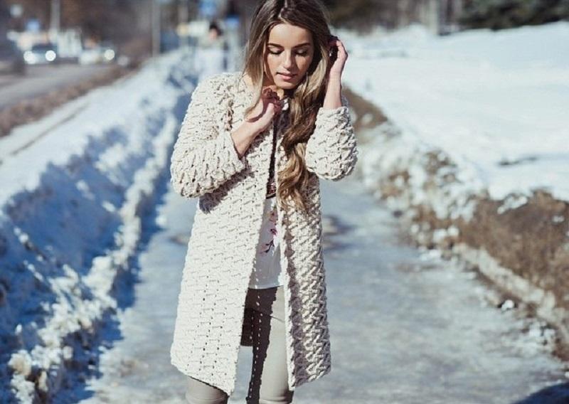 пальто филейной вязкой