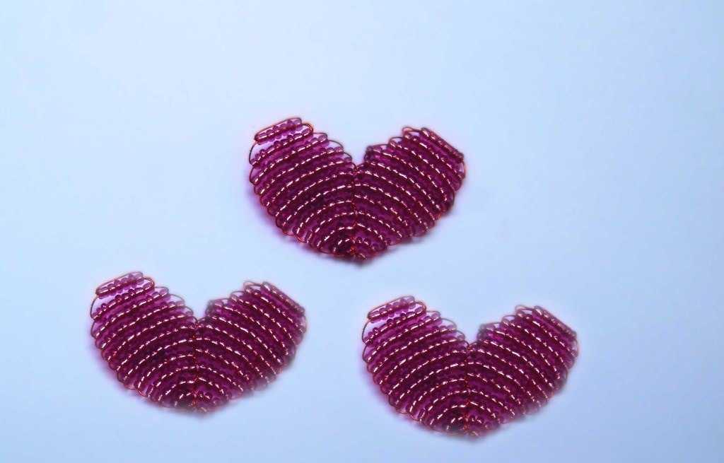 Простые сердечки из бисера