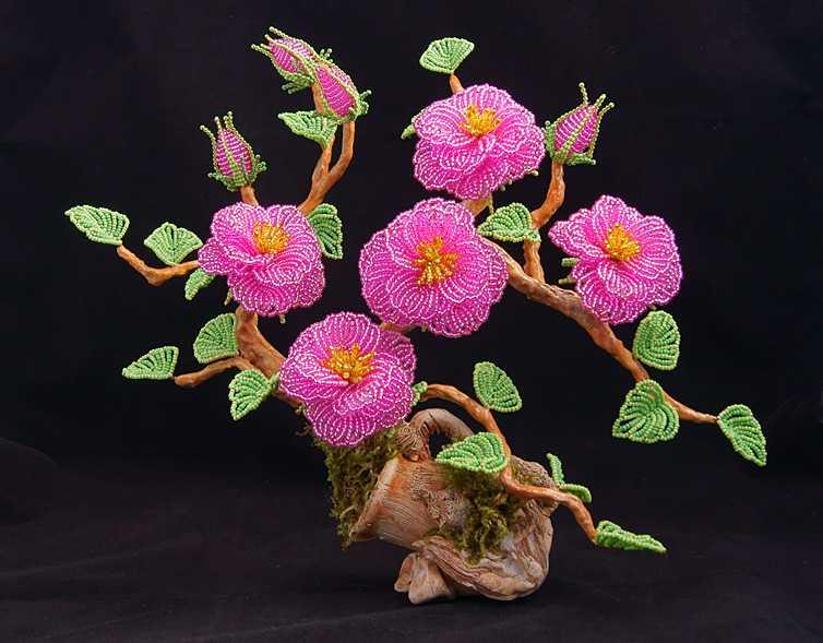 гаичка цветы из бисера фото шиповник носит вечно расстёгнутую