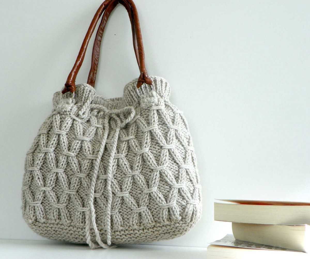 d1dea7684c11 Наша статья не станет исключением, и мы продемонстрируем вам, как  изготовить своими руками вязаные сумки спицами для начинающих.