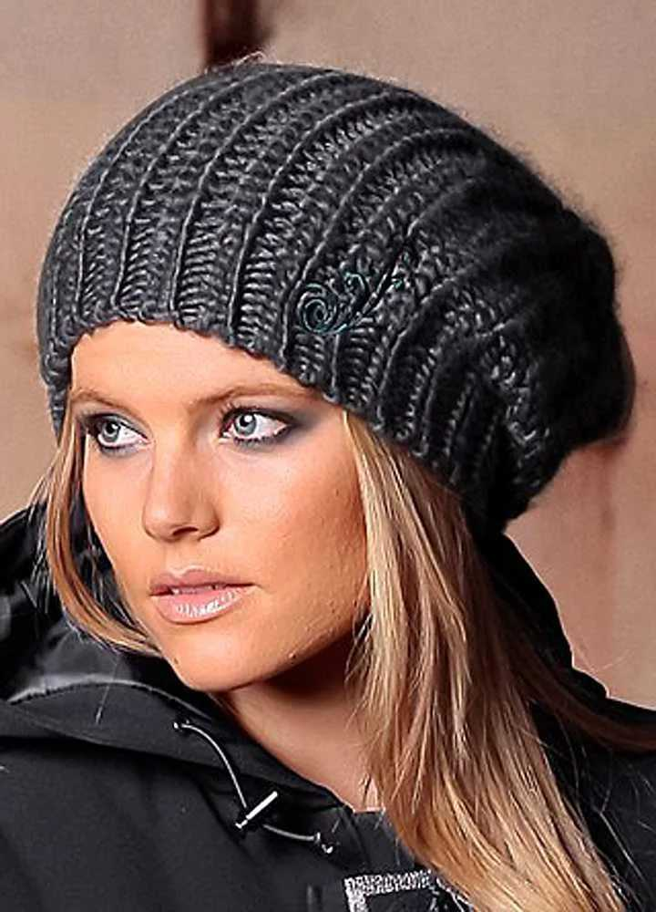 описание вязания спицами объемных шапок для женщин