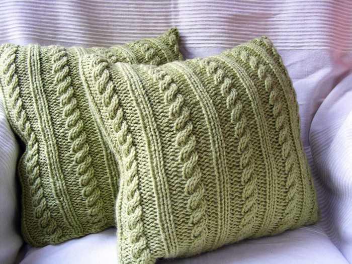 учимся вязать спицами диванные подушки по схеме с описанием