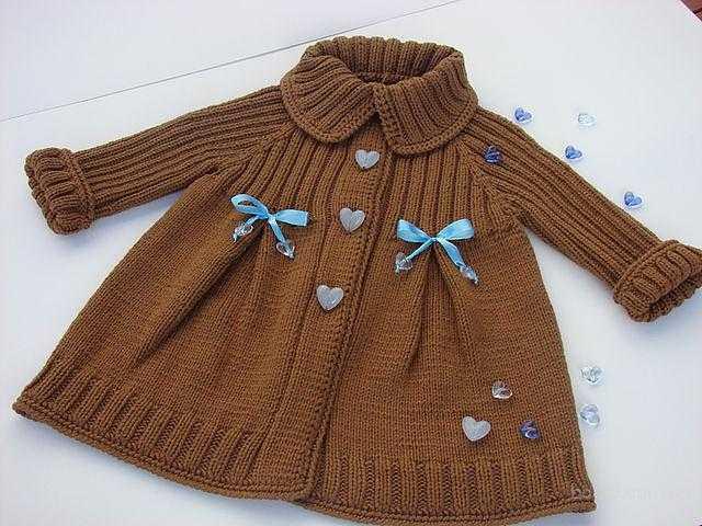 вязаное пальто для девочки с писание вязания спицами по схеме
