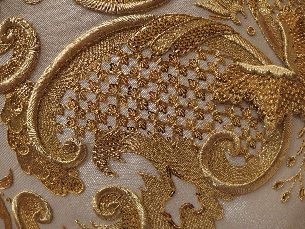 Вышивка золотыми и серебряными нитями
